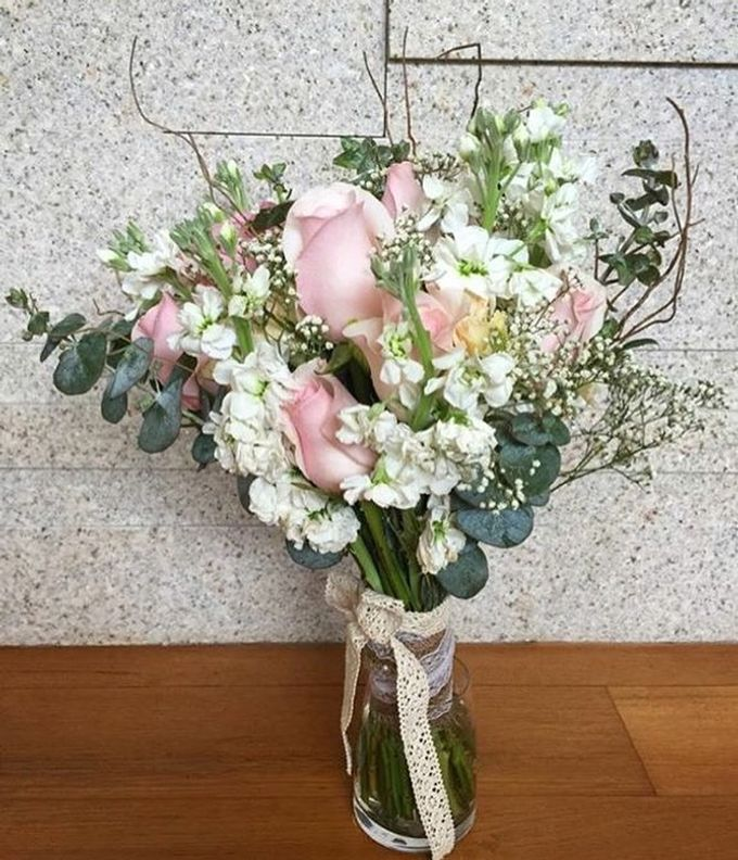 Bridal Hand Bouquets by Sing See Soon - 007