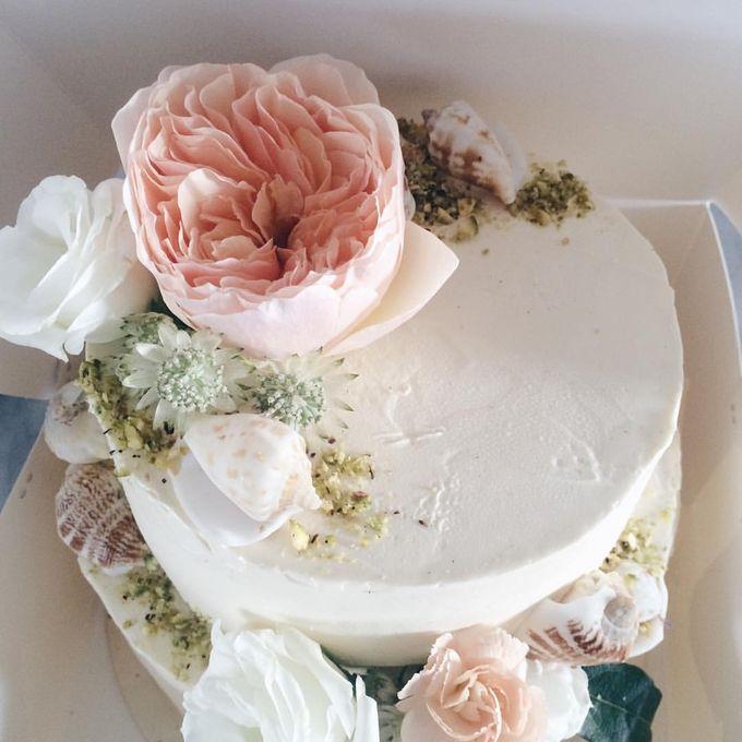 Floral Wedding Cake by Teaspoon of Love - 001