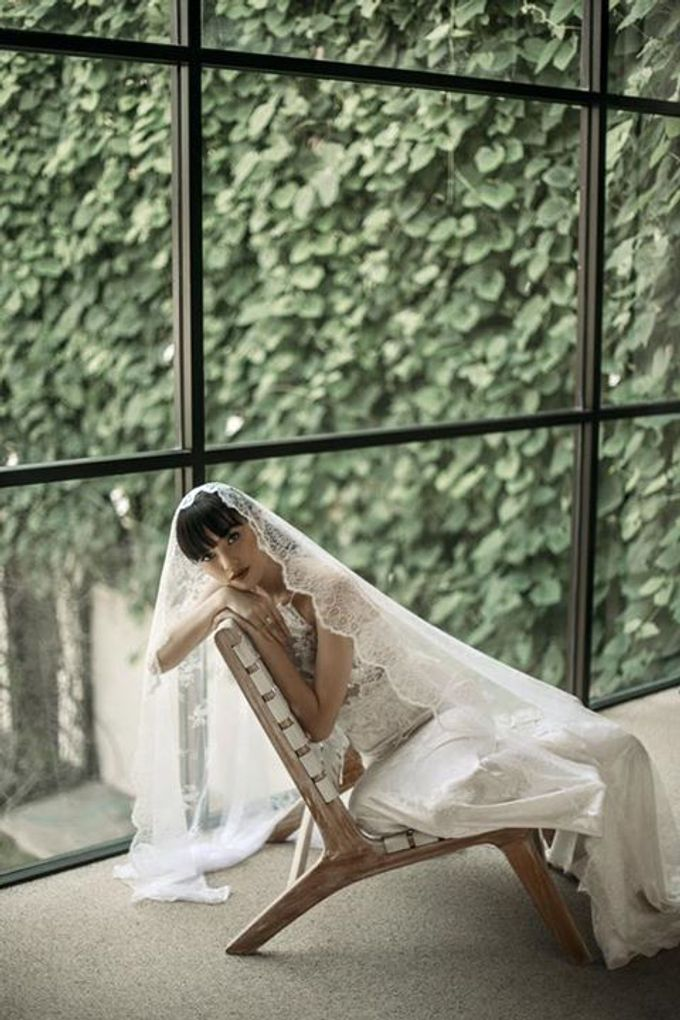 Mellifluous Marmoreal Spring Summer 2016 Bridal Collection by Bramanta Wijaya Sposa - 018