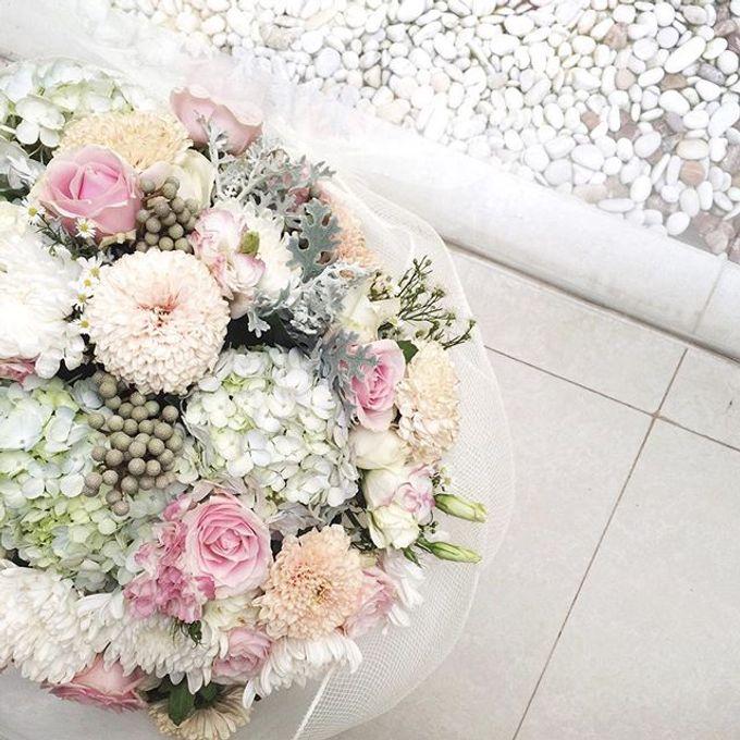 Wrapped flower bouquet by Fleur de Lis - 014