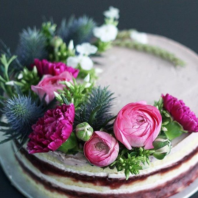Flowers on Cake by Angie Fior - 001