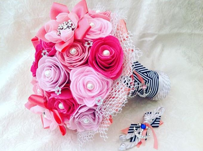 Handcrafted Bouquets and Wedding Accessories  by Duane's Fleur Creatif - 041