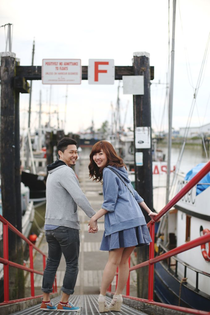 Engagement shoot at Steveston Richmond by Rebecca Ou Photography - 012