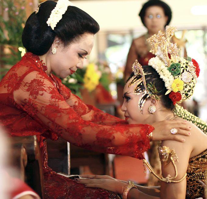 Pernikahan Adat Jawa by Jalutajam Photoworks - 005