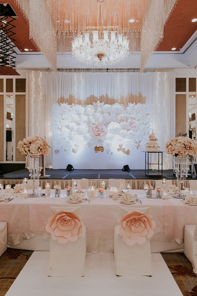 A Romantic with Classy Twist Wedding by InterContinental Singapore - 035