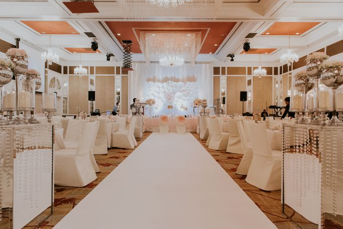 A Romantic with Classy Twist Wedding by InterContinental Singapore - 034