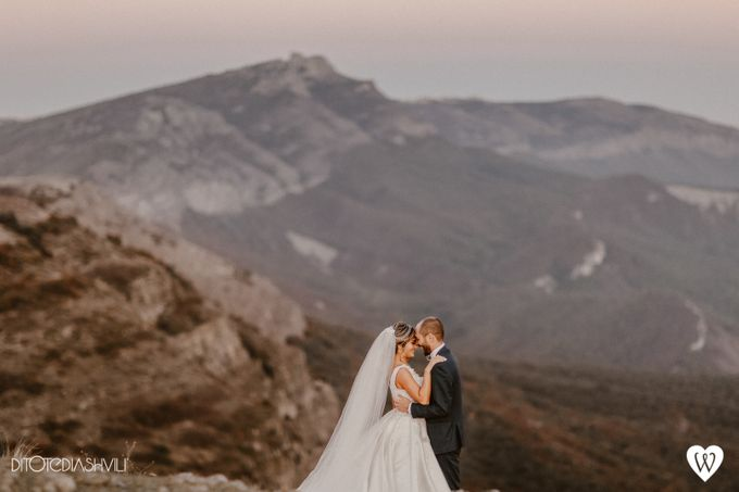 Stunning couple in the very close to the sky by oneweddingstory - 003