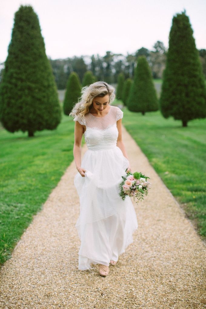 Lindenderry Romantic Styled Shoot by Anna Campbell - 002