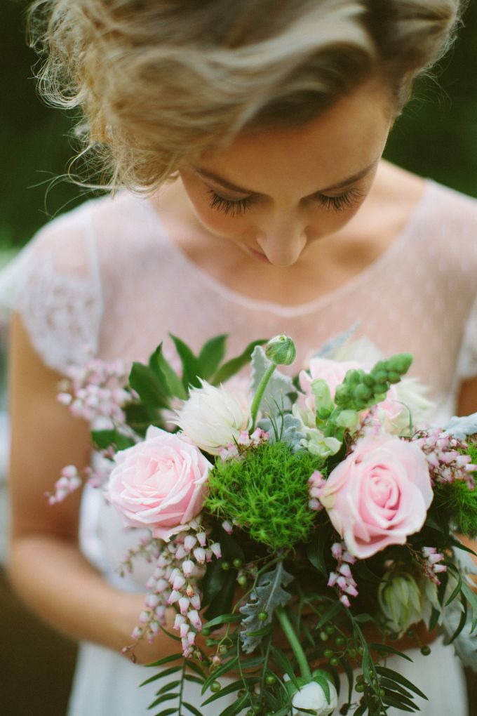 Lindenderry Romantic Styled Shoot by Anna Campbell - 003