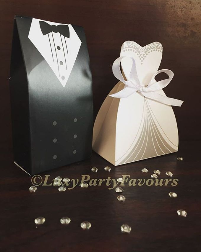 Birdcage Butterfly And Bride And Groom Favour Box By Luxy Party Favours Bridestory Com
