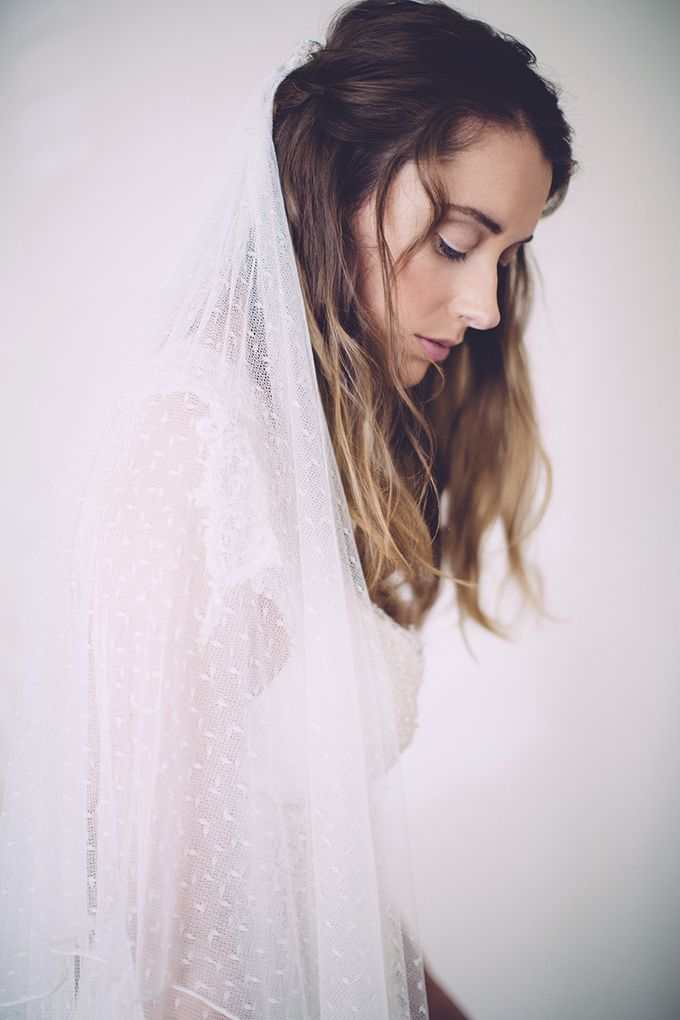 White bridal shoot by Anna Campbell - 001