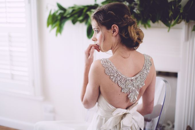 White bridal shoot by Anna Campbell - 005