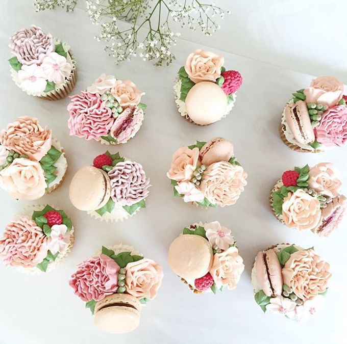 Floral cupcakes by The Rosette Co - 001