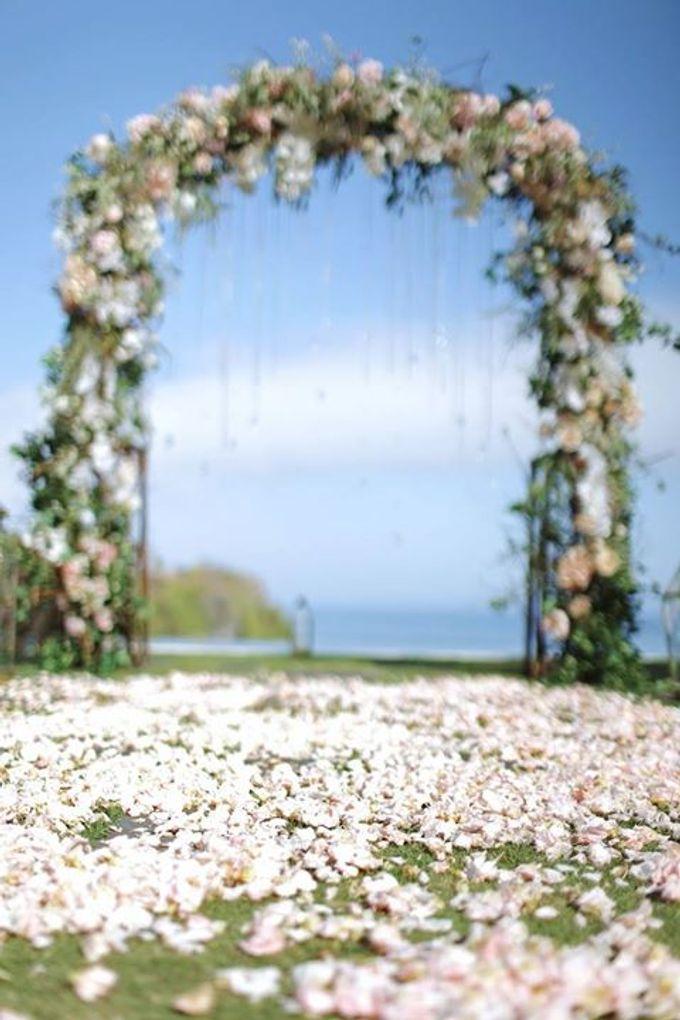 Novia and Nathaniel Semara Uluwatu Wedding by Flying Bride - 010