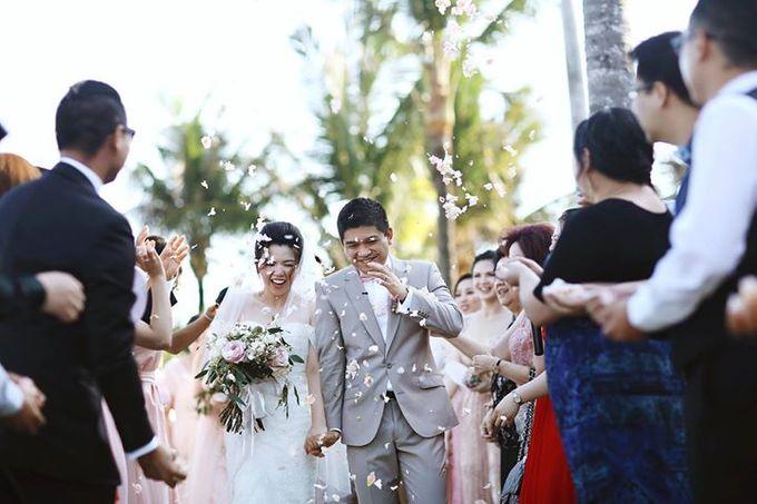 Novia and Nathaniel Semara Uluwatu Wedding by Flying Bride - 012