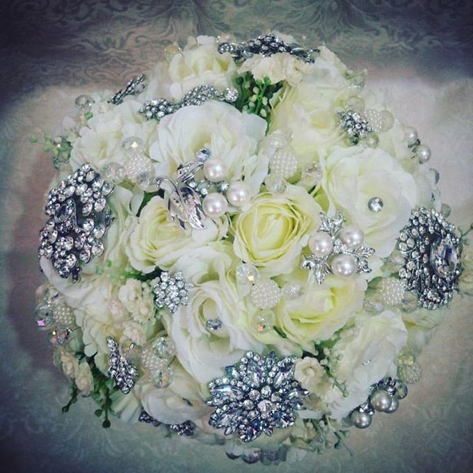 Handcrafted Bouquets and Wedding Accessories  by Duane's Fleur Creatif - 037