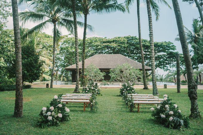 Pernikahan dengan tema ramah lingkungan, dengan keluarga dan teman dekat ditambah dengan dekorasi yang selaras dengan alam membuat pernikahan ini spec by AVAVI BALI WEDDINGS - 038
