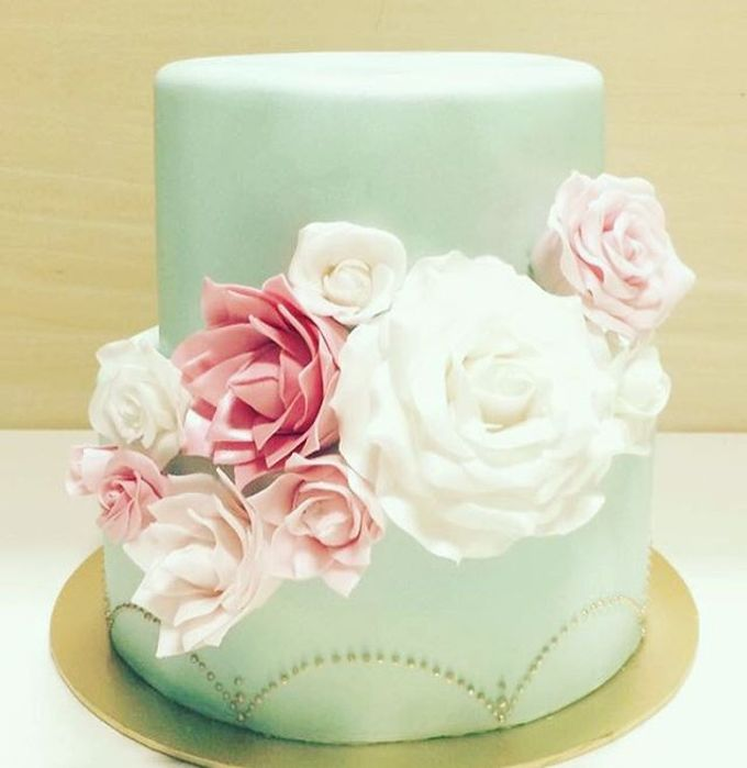 Dainty Sweet Floral Cakes by The Delights Heaven - 003