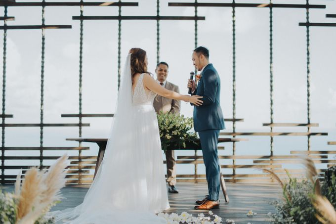 Romantic Modern Wedding at Alila Uluwatu Bali by Silverdust Decoration - 005