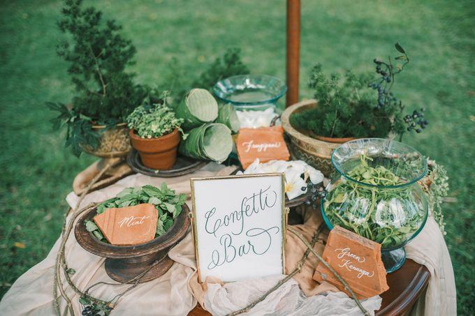 Pernikahan dengan tema ramah lingkungan, dengan keluarga dan teman dekat ditambah dengan dekorasi yang selaras dengan alam membuat pernikahan ini spec by AVAVI BALI WEDDINGS - 037