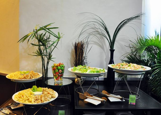 Wedding Event Buffet Food Set up by GREENHILLS ELAN HOTEL MODERN - 004