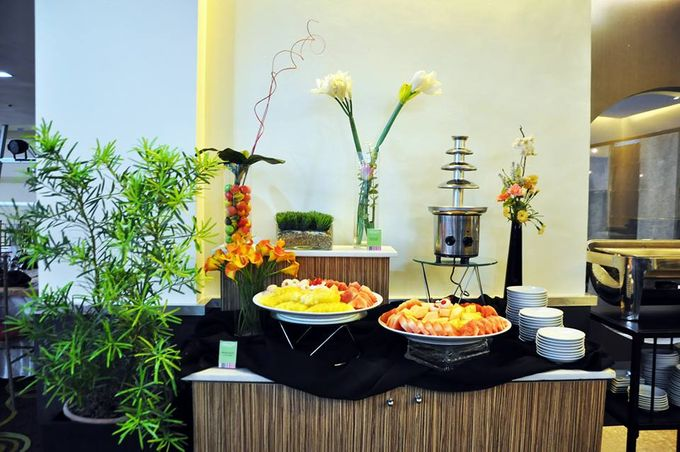 Wedding Event Buffet Food Set up by GREENHILLS ELAN HOTEL MODERN - 005