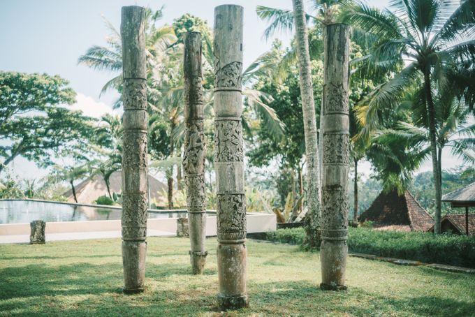 Pernikahan dengan tema ramah lingkungan, dengan keluarga dan teman dekat ditambah dengan dekorasi yang selaras dengan alam membuat pernikahan ini spec by AVAVI BALI WEDDINGS - 033