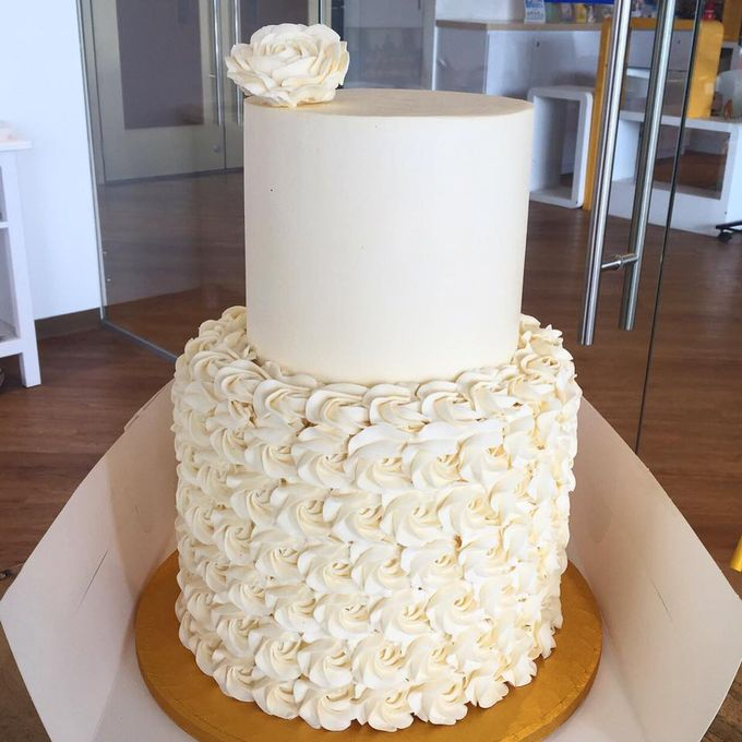 Ugly Wedding: Cream-coloured Wedding Cake For Bernadette & Ivan By Ugly
