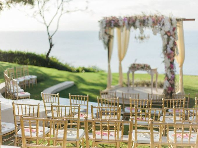 Elegant and Tasteful Wedding at Sky Ayana by Flora Botanica Designs - 002
