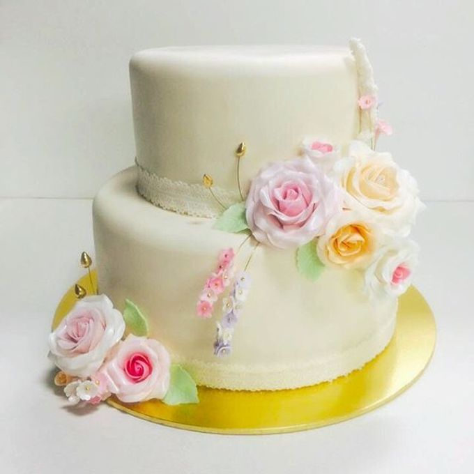Dainty Sweet Floral Cakes by The Delights Heaven - 001