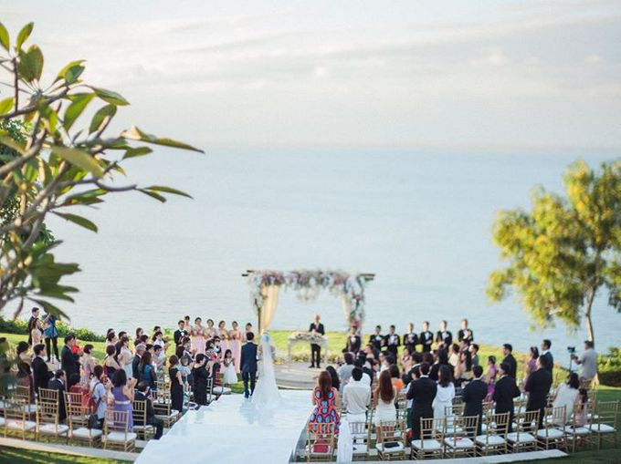 Elegant and Tasteful Wedding at Sky Ayana by Flora Botanica Designs - 005