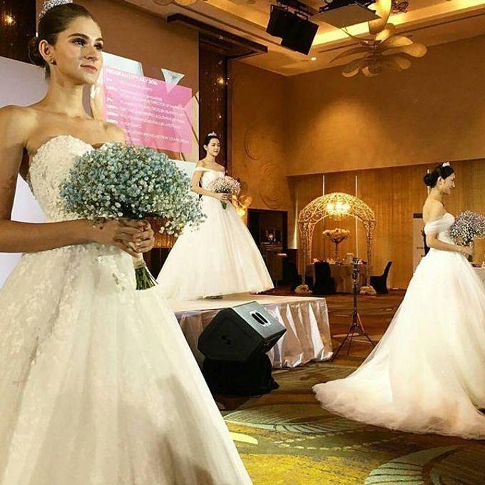 Bridal Hand Bouquet by Petite Fleur SG - 017
