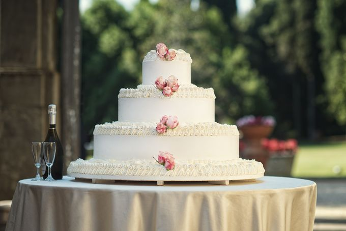 Wedding Cakes by CUPCAKES COMPANY - 002