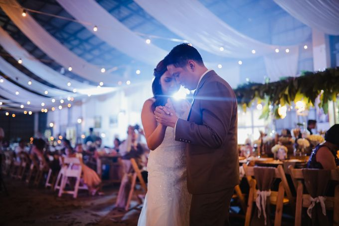 Barn Themed Wedding - Oliver and Sally by Mot Rasay Photography - 015