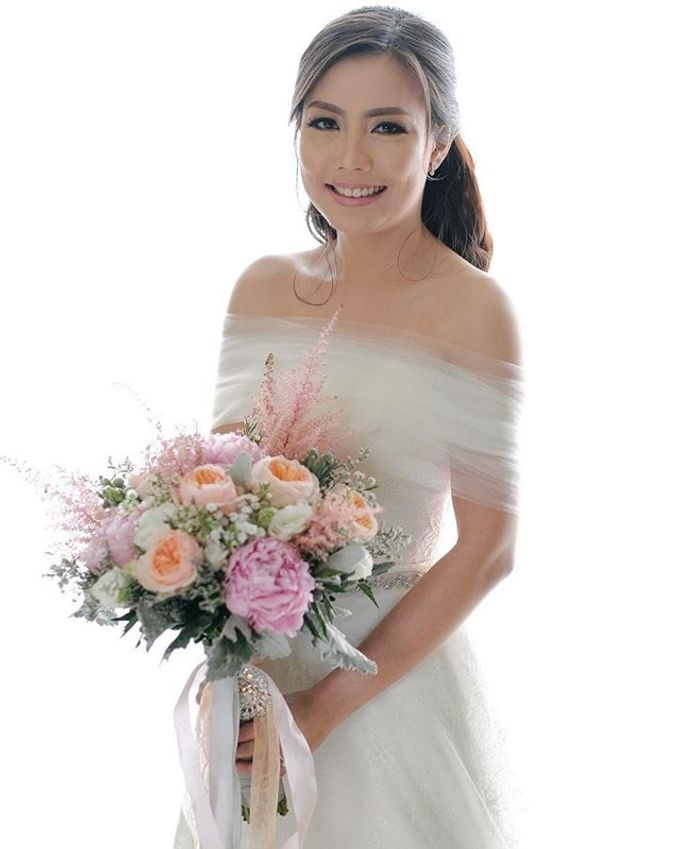 Bouquets  by Weddings by TV - 031