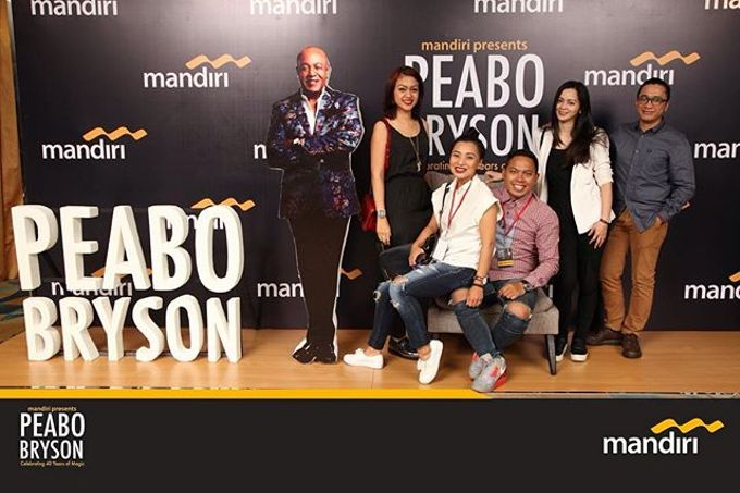 Celebrating 40 years of magic Peabo Bryson by Laserman show - 003