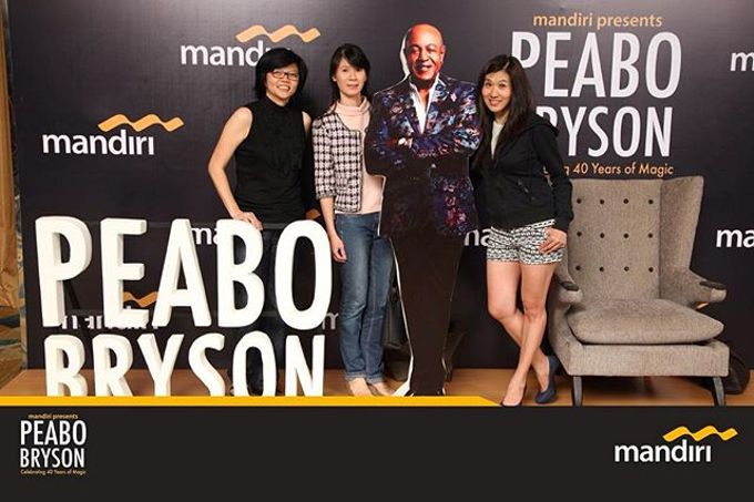 Celebrating 40 years of magic Peabo Bryson by Laserman show - 002