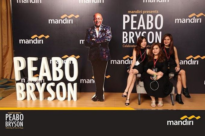 Celebrating 40 years of magic Peabo Bryson by Laserman show - 004