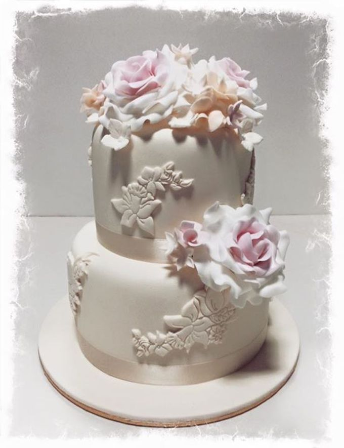 Dainty Sweet Floral Cakes by The Delights Heaven - 007