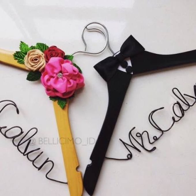 Bellicimo Hangers Name for Wedding Favors by Béllicimo Personalized Hanger & Favors - 001