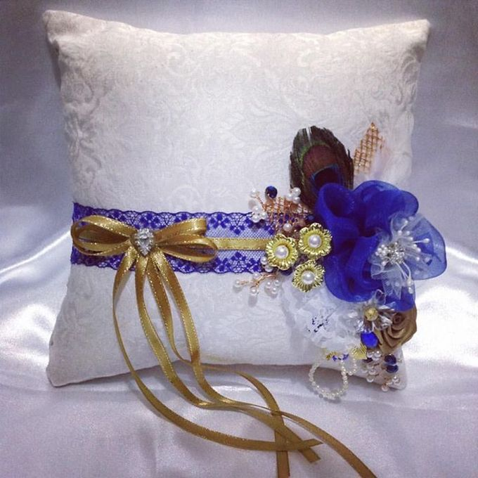 Handcrafted Bouquets and Wedding Accessories  by Duane's Fleur Creatif - 023