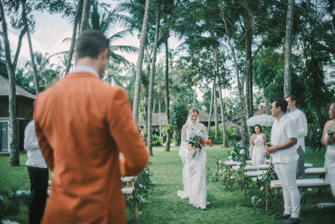 Pernikahan dengan tema ramah lingkungan, dengan keluarga dan teman dekat ditambah dengan dekorasi yang selaras dengan alam membuat pernikahan ini spec by AVAVI BALI WEDDINGS - 028