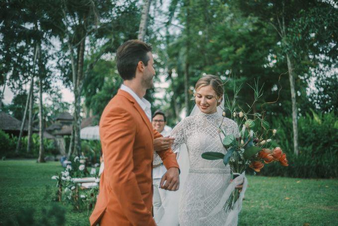 Pernikahan dengan tema ramah lingkungan, dengan keluarga dan teman dekat ditambah dengan dekorasi yang selaras dengan alam membuat pernikahan ini spec by AVAVI BALI WEDDINGS - 027