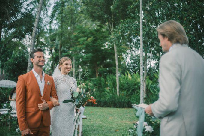 Pernikahan dengan tema ramah lingkungan, dengan keluarga dan teman dekat ditambah dengan dekorasi yang selaras dengan alam membuat pernikahan ini spec by AVAVI BALI WEDDINGS - 026