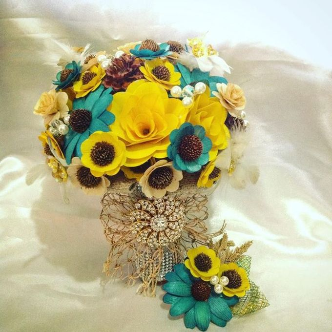 Handcrafted Bouquets and Wedding Accessories  by Duane's Fleur Creatif - 019