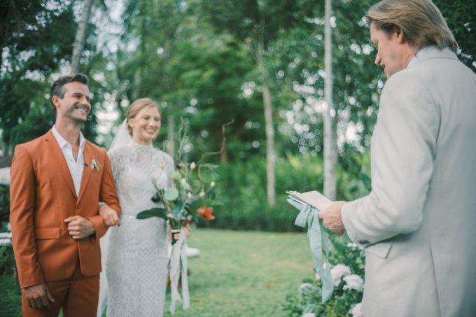 Pernikahan dengan tema ramah lingkungan, dengan keluarga dan teman dekat ditambah dengan dekorasi yang selaras dengan alam membuat pernikahan ini spec by AVAVI BALI WEDDINGS - 025