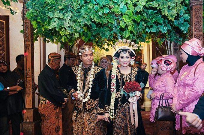 The Wedding Of Viqinsi and Gilang by Seserahan by Rose Arbor - 010