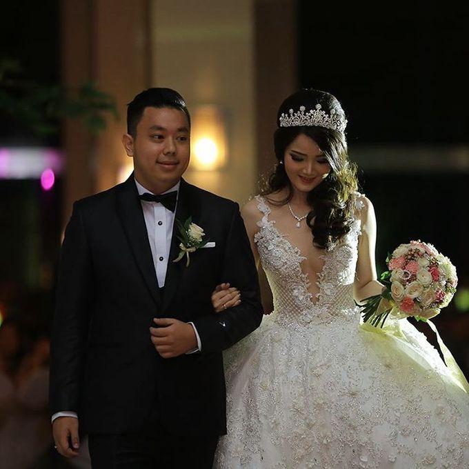BONIFASIUS & MEIRILYN WEDDING DAY by Tinara Brides - 004
