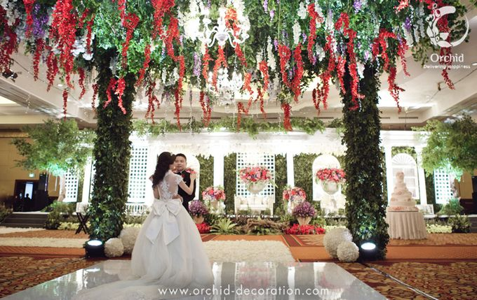Life began in a garden by Orchid Florist and Decoration - 001