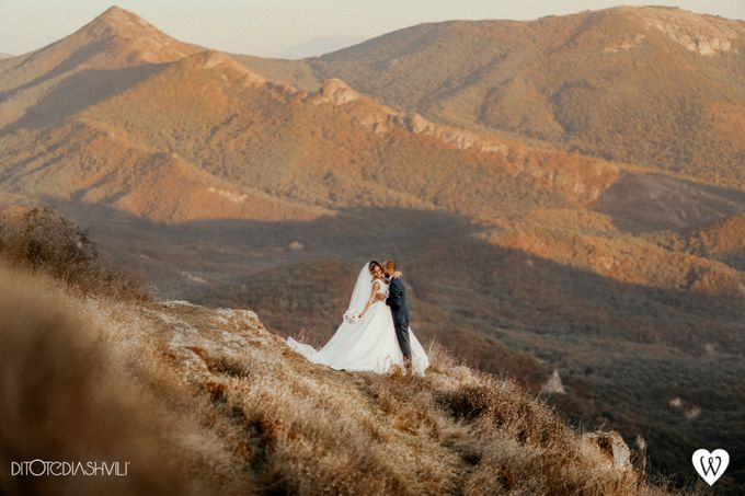 Stunning couple in the very close to the sky by oneweddingstory - 005